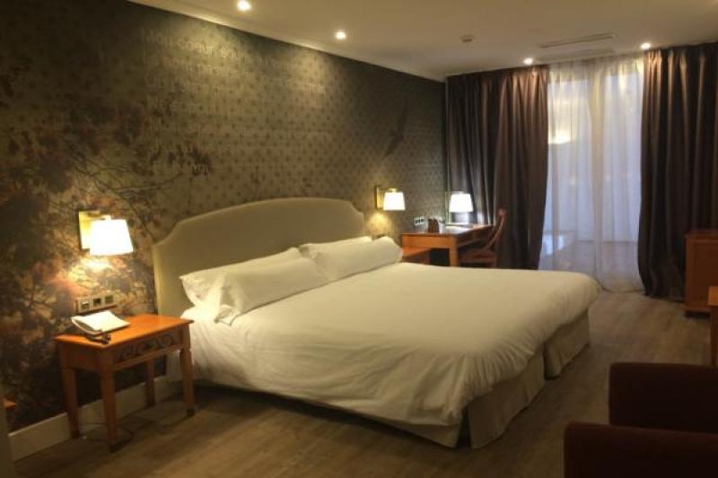 HOTEL FENIX 4*